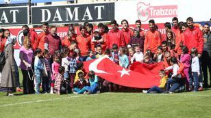 Miniklerden Trabzonspor'a destek