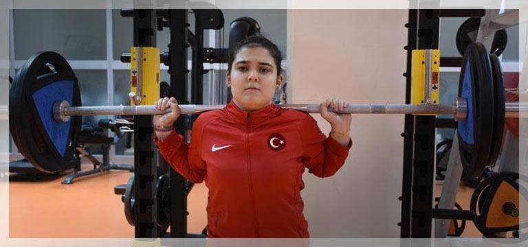 Milli halterci Ayşegül Çakı'nın gözü olimpiyatta